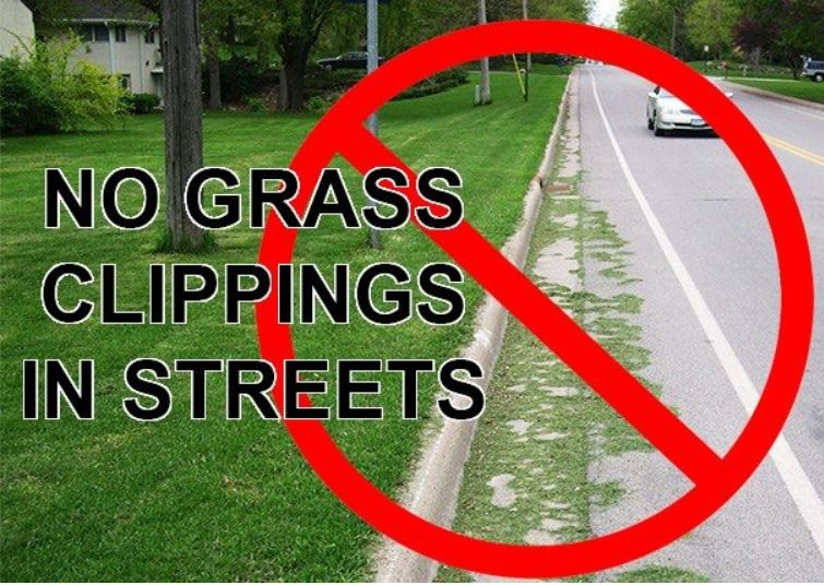 NOTICE: No Grass Clippings Allowed in Streets